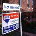 10 Absolutely Amazing Real Estate Signs
