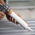 How to Remove Caulk From Vinyl Siding