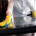 How to Remove Heating Elements When Cleaning an Oven