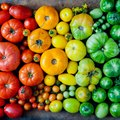 What is the Difference Between Heirloom Tomatoes & Regular Tomatoes?