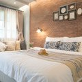 How to Make a Queen Size Bed Look Like a Daybed