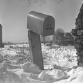 How to Replace a Mailbox in the Winter