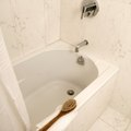 How to Remove Dark Stains From a Bathtub