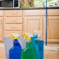 How to Mix Vinegar & Water for Cleaning