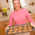 How to Remove Burnt Sugar From a Cookie Sheet Pan