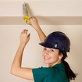 How to Remove Latex Paint From Caulking