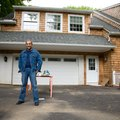How to Remove Oil Stains From a Driveway With WD-40