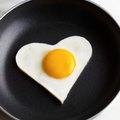 How to Clean a Pan With Burnt Eggs