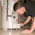How to Clean a Hot Water Heater With Vinegar