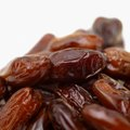 How to Prepare Dates Dropped From a Palm Tree