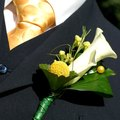 How to Keep a Fresh Flower Corsage From Wilting
