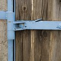 How to Hang a Gate on a Concrete Block Fence