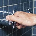 How to Apply Plumber's Grease to a Shower Faucet