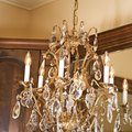 How to Make Chandelier Cleaner With Vinegar & Alcohol