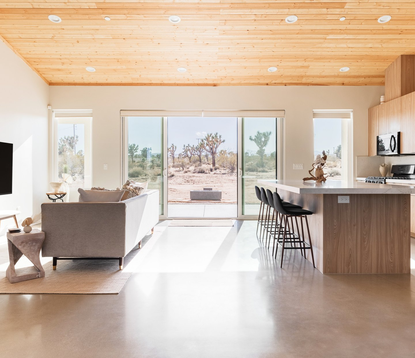 This Tranquil Home Was Built to Fit Right Into Its Desert Setting