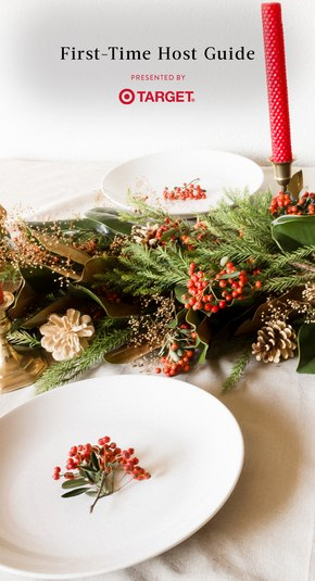 Table setting with garland