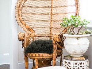 Vintage wicker chair in bohemian living room idea