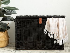How to paint a wicker trunk