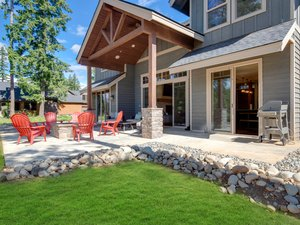 Great modern and rustic American home interiors and exteriors.