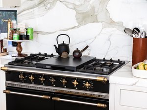 marble backsplash behind stove