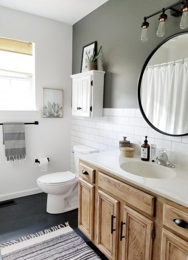 budget bathroom makeover for less than $200