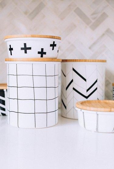 Grid lines on jar