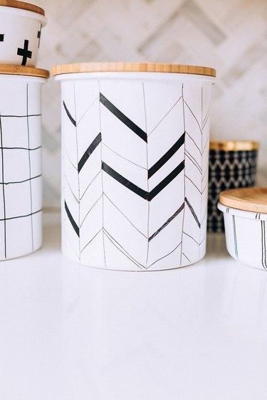 Arrow pattern on jar