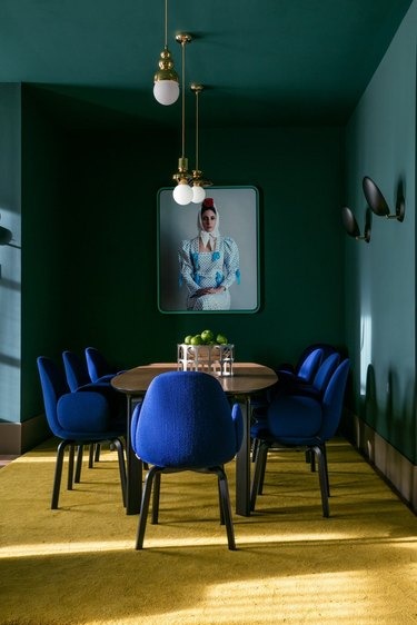 emerald green dining room with jewel-toned accessories