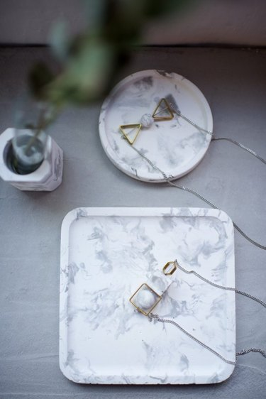 DIY Concrete Marbled Tray