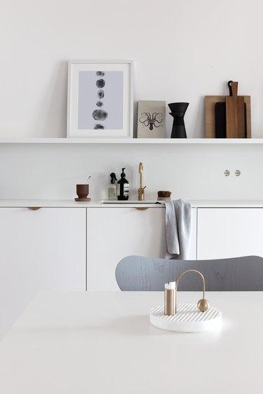 white kitchen with brass cabinet pulls