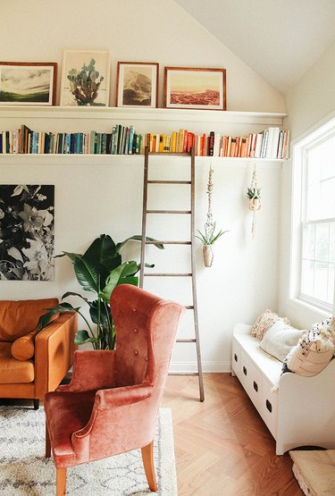 small living room with open shelving close to the ceiling