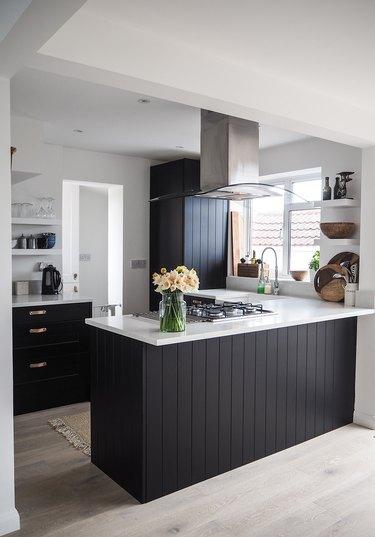 black and white budget kitchen idea