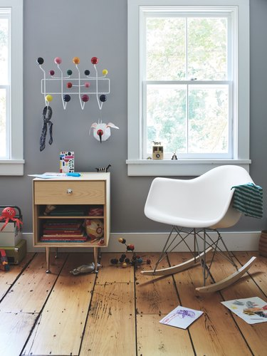 midcentury kids bedroom idea with Eames rocking chair