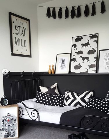 black and white kids bedroom idea with patterns