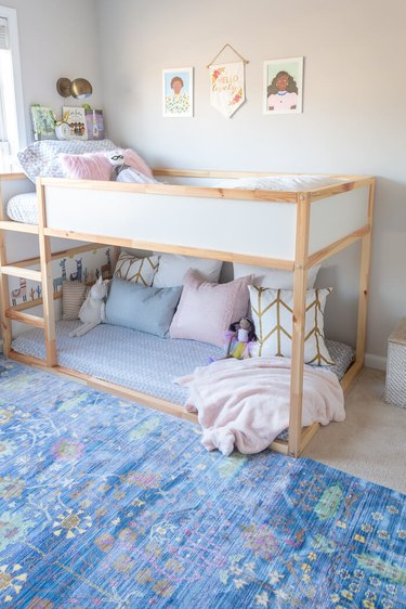 IKEA kids' room ideas with bunk beds decorated in pastels and soft textiles