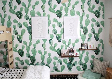 Kids' bedroom ideas with green cactus wallpaper and open shelving