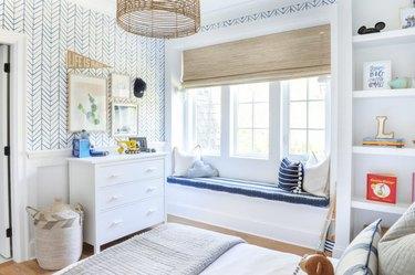 blue wallpaper in kids bedroom