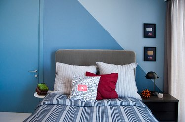 blue color block bedroom