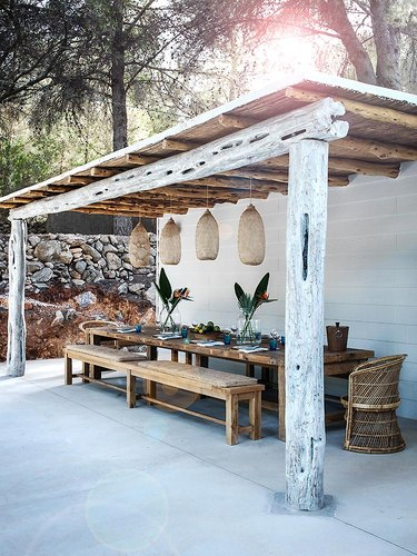 mediterranean style outdoor dining room