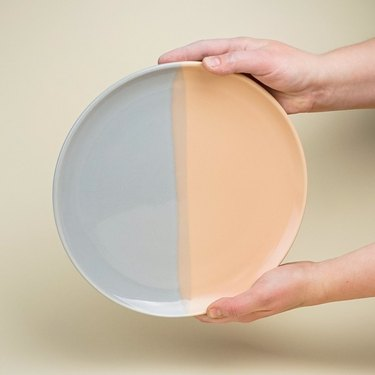 ceramic dinner plate in two colors