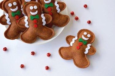 gingerbread man christmas cat toys