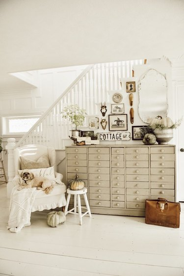 vintage farmhouse decorating idea at entryway with vintage gallery wall and light colors