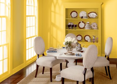 behr unmellow yellow paint color, still image of dining room