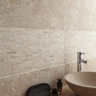 travertine bathroom backsplash