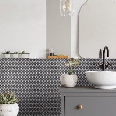 These Gray Bathroom Backsplash Ideas Pair Well With Pretty Much Anything
