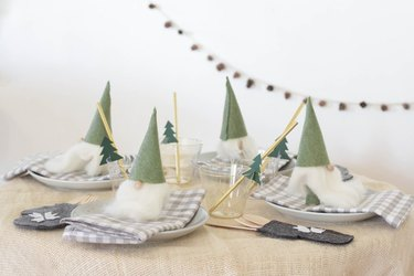 Cute Christmas decorations for a kids table