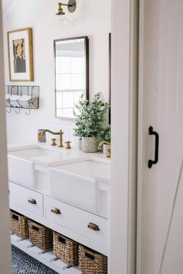 simple minimalist farmhouse bathroom