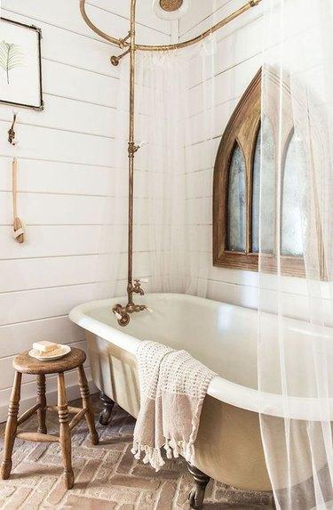 Country cottage farmhouse bathroom