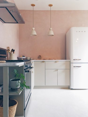 two tone kitchen color idea with pink and grey kitchen with Venetian plaster