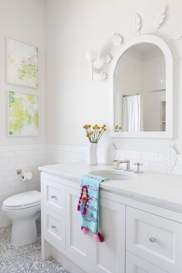 White bathroom Backsplash